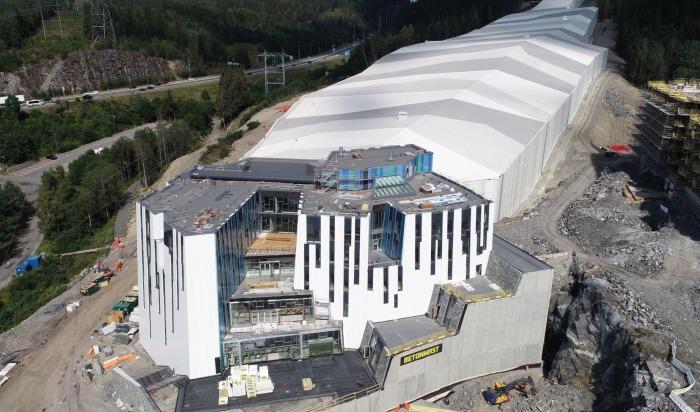 Bygger SNØ-fasade