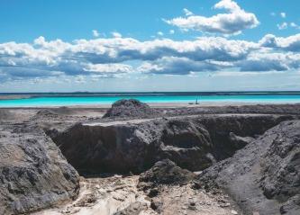 Aske fra Estland blir til nytt råstoff med negative klimautslipp, gjennom samarbeid mellom Tarkett og Ragn-Sells